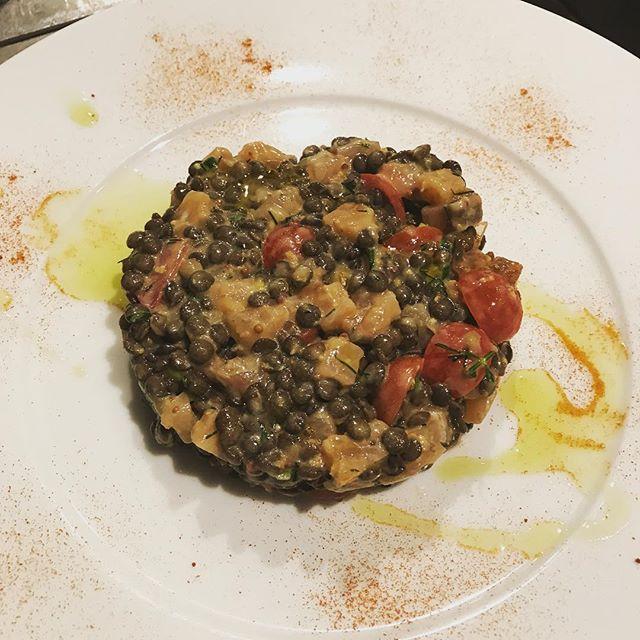 サーモンマリネとレンズ豆のタルタル。#bistro #restaurant #ビストロ#レストラン#nishiazabu #roppongi#西麻布#六本木#saumon #サーモン