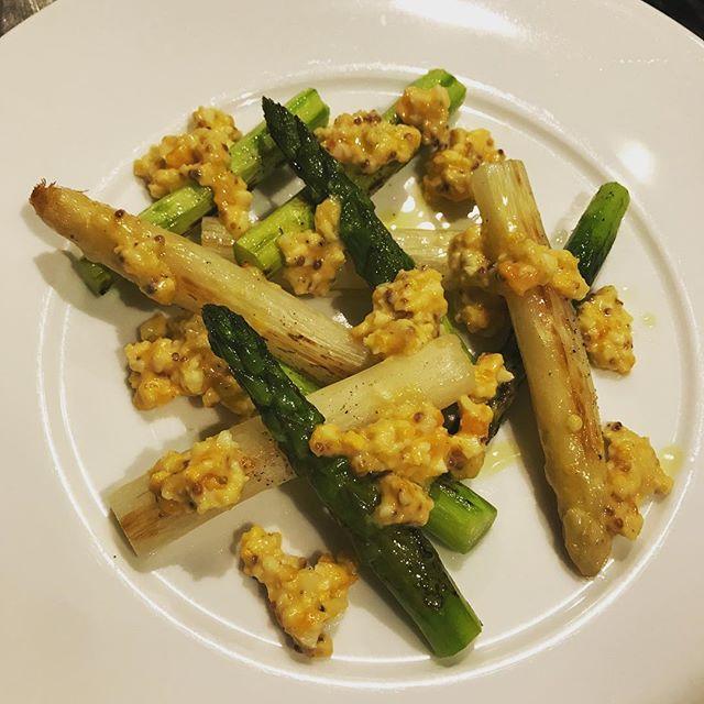 ホワイトアスパラとグリーンアスパラのソテー。卵とチーズのソース。#nishiazabu#roppongi#azabu#bistrot#restaurant#french#cuisine#asparagus #asperge#blanche#ouef#eggs #cheese#sauce