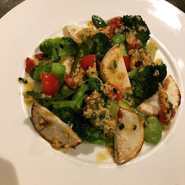 野菜の盛り合わせ、コラトゥーラとレモン、香草のマスタードソース、クスクス添え。#nishiazabu#roppongi#nogizaka#bistrot#restaurant#french#cuisine#legumes #vegetables #couscous #navet #broccoli #lemon #sauce #mustard #西麻布#六本木#乃木坂#レストラン#ビストロ#フレンチ#野菜#やさい#カブ#ブロッコリー#トマト#クスクス#マスタード#香草