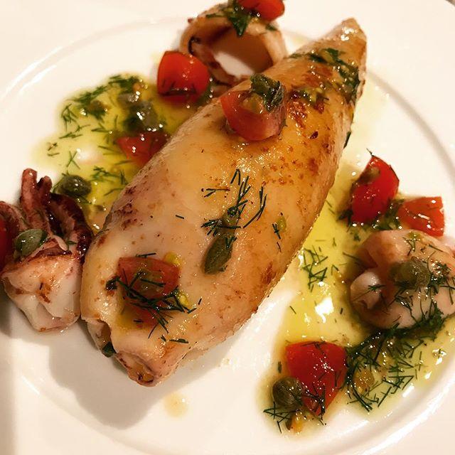 桜海老と蛍イカ、クスクスを詰めたヤリイカのソテー。トマトと香草、ケッパーのソース。#nishiazabu#nogizaka#roppongi#bistrot#restaurant#french#cuisine#calamari #calamar #shrimp #couscous #tomate#capre #西麻布#乃木坂#六本木#ビストロ#レストラン#フレンチ#イカ#ほたるいか #蛍烏賊#海老#エビ#桜エビ#クスクス
